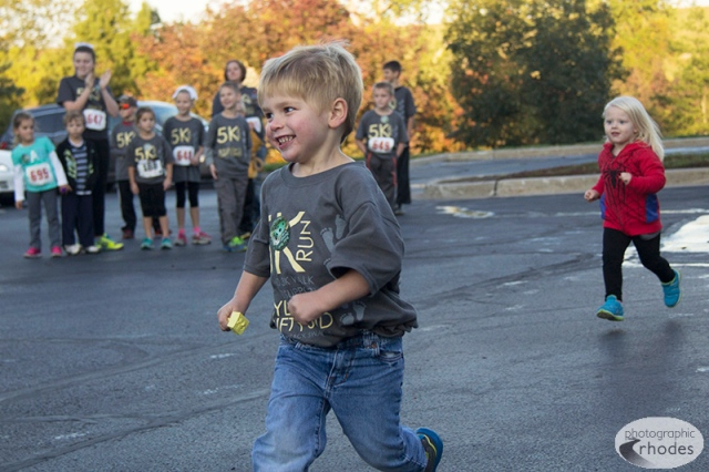 Adorable kid's fun run.