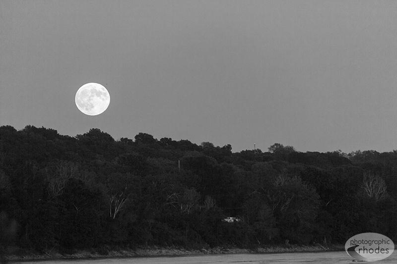 Supermoon Lunar Eclipse (2/3)